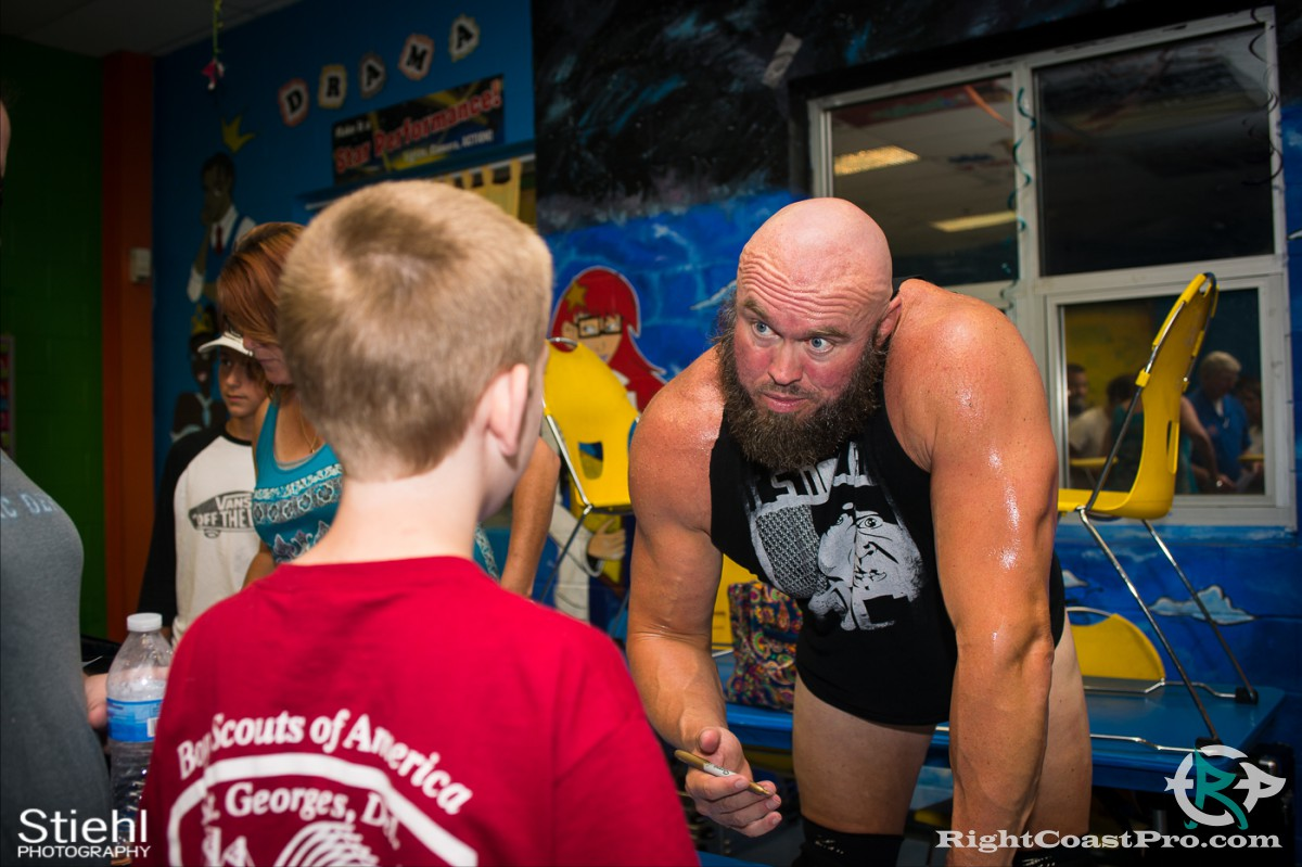 FanInteraction RightCoastPro Wrestling Delaware