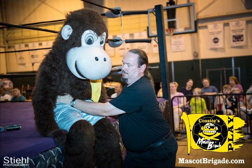 Coastee help RightCoast Pro Wrestling Delaware Event